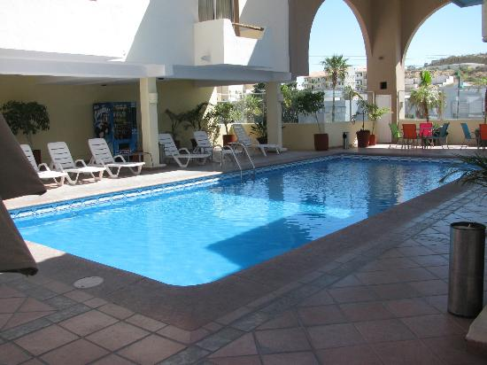 Hotel & Suites Las Palmas: pool area/piscine