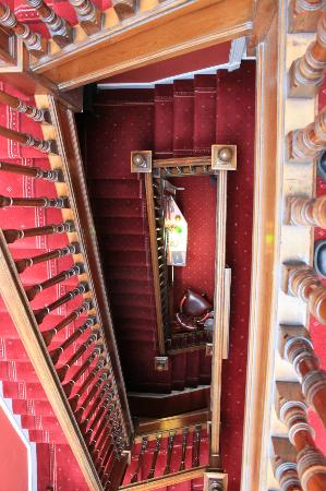 Craigelachie Hotel: Stairs. Very bottom is the reception area.