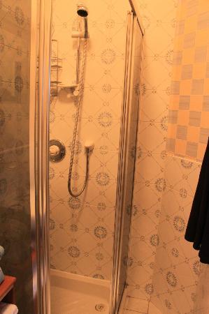 Craigelachie Hotel: Shower side.