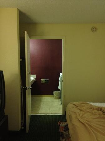 Red Roof Inn Hardeeville: Scary bathroom