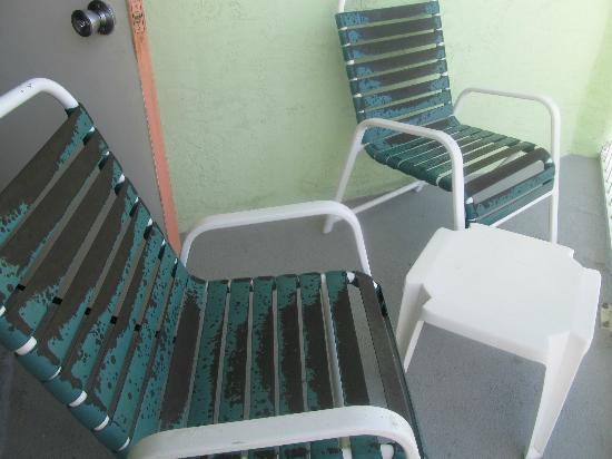 El Caribe Resort & Conference Center: Our nice rusted balcony chairs
