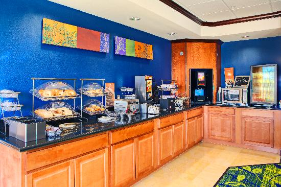 Fairfield Inn & Suites El Paso: Extended Continental Breakfast