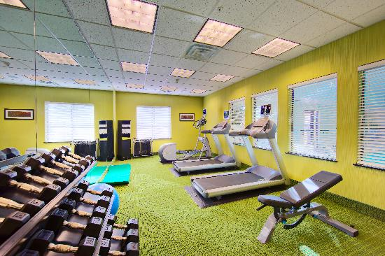 Fairfield Inn & Suites El Paso: Fitness room which includes Eliptical machine with TV monitor, treadmills with monitors and free