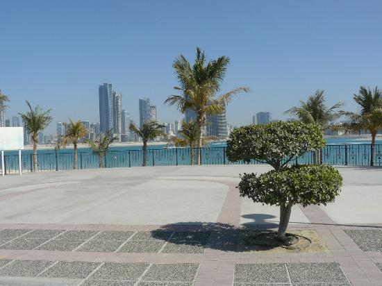 Al Mamzar Beach Park: залив