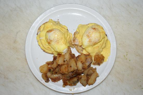 19th Street Diner: Weekend Benedicts