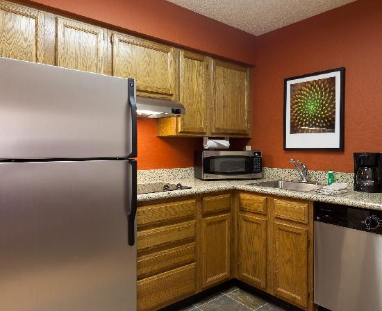 Residence Inn Merrillville: Suite Kitchen