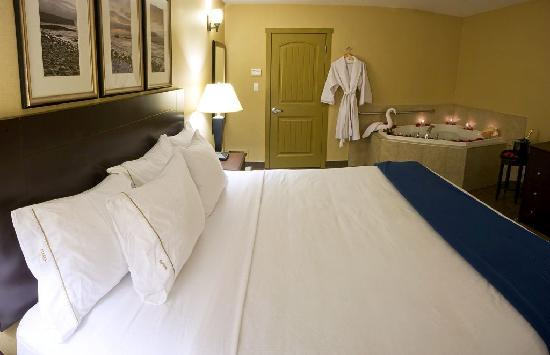 Holiday Inn Express Hotel & Suites Courtenay Comox Valley SW: Ready for Romance? Book your Romance Package today!