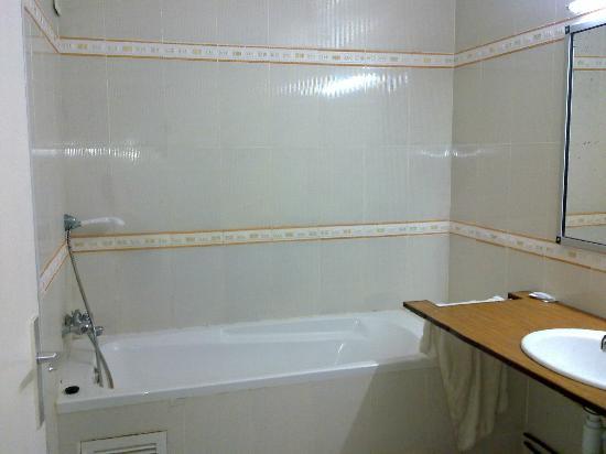 Hotel Les Hamadites: salle de bain