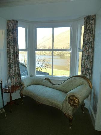 Waternook Lakeside Accommodation: Seating and view from delux room