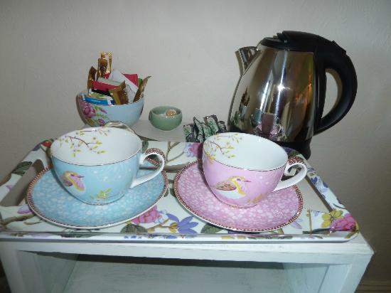 Waternook Lakeside Accommodation: Quality, pretty cups