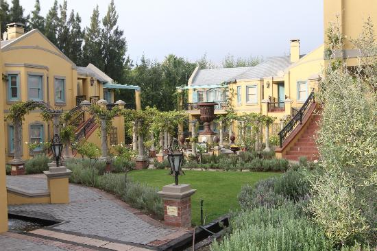 Franschhoek Country House & Villas: The general grounds.