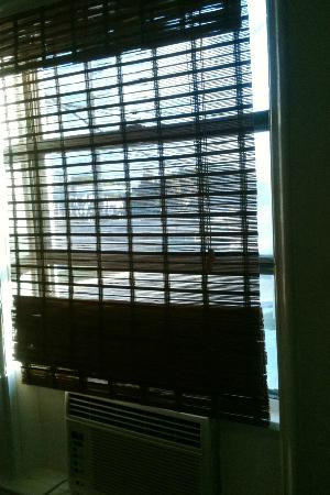 Historic Tavernier Inn Hotel: Window Shades