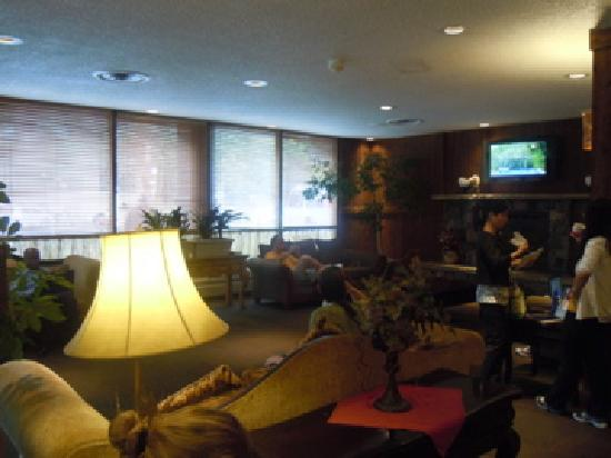 Ramada Denver Downtown: seating area in lobby