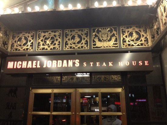 Michael jordan 39 s steak house chicago magnificent mile for S kitchen steak house