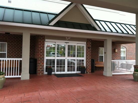 Country Inn & Suites By Carlson, Lexington Park (Patuxent River Naval Air Station): Welcoming from entrance