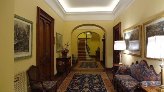 Villa Spalletti Trivelli: Couloir menant à la chambre