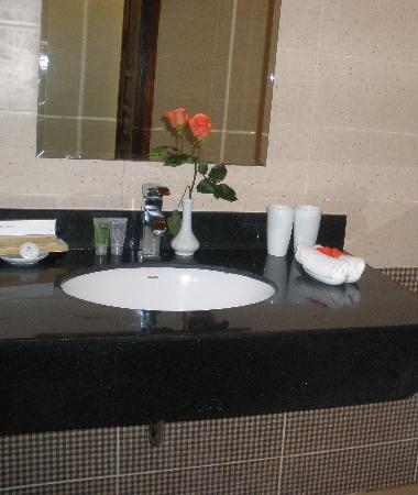 Artisan Boutique Hotel: A bathroom