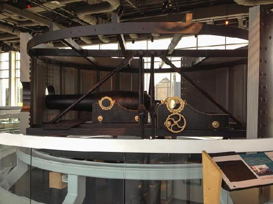 USS Monitor Center : Replica of turret