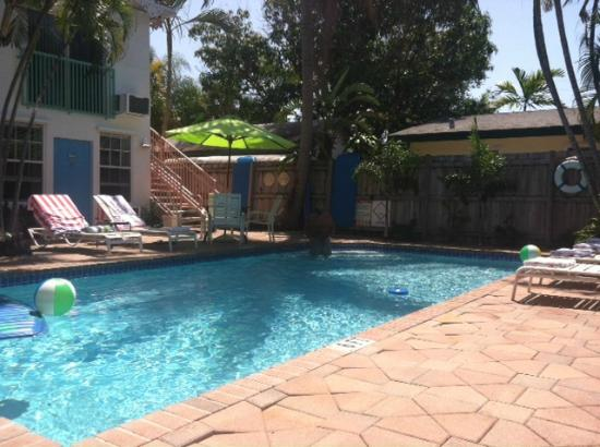 Las Olas Guesthouse @15th Avenue: Pool area at 15 FTL