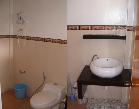 Isola Bella Beach Resort: Example of Bathroom