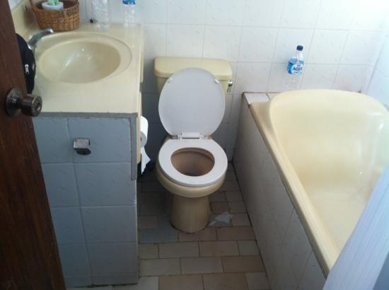 Bakungs Beach Hotel: our toilet :/