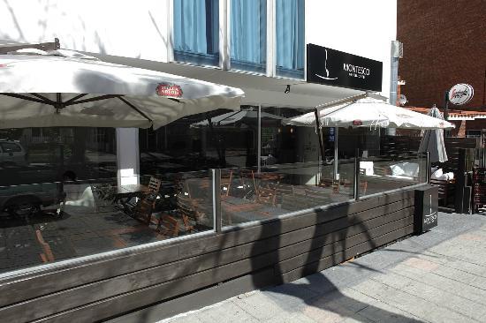 Kir royal foto de montesco resto cafe montevid u - Fachadas de bares modernos ...
