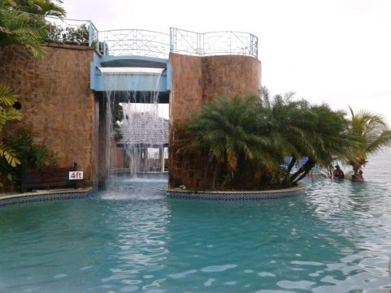 Salybia Nature Resort & Spa: Pool waterfall