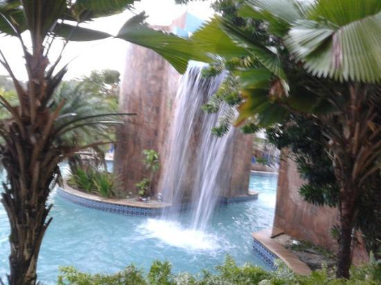 أوشنز ساليبيا نيتشر ريزورت: Pool waterfall north side