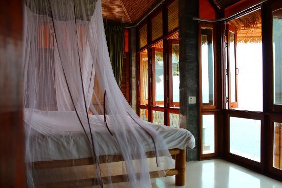 Charm Churee Villa: Super comfy bed with Panoramic Views
