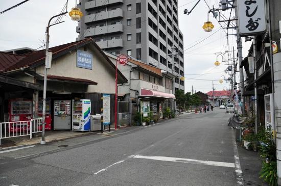 Sakai, Japón: 阪堺電車浜寺駅前(左)と南海浜寺公園駅(右奥)