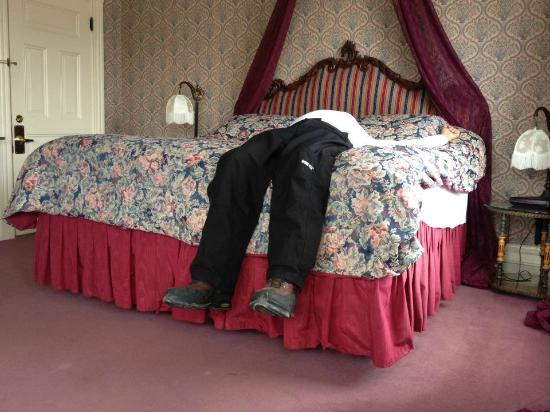 The Victoria Inn: Husband on bed