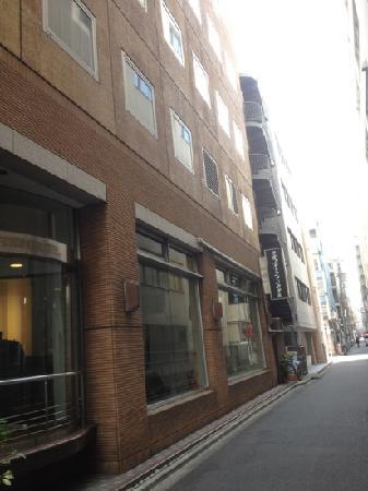 Kanda Station Hotel: 西口ガードから近い、タチンボ多し!