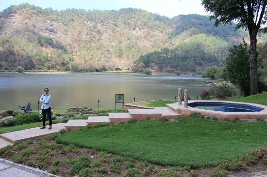 sierra lago resort u spa jacuzzi para personas en el exterior