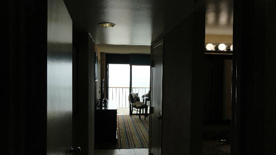 Beach Quarters Resort: view from entrance way