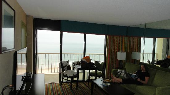 Beach Quarters Resort : living room