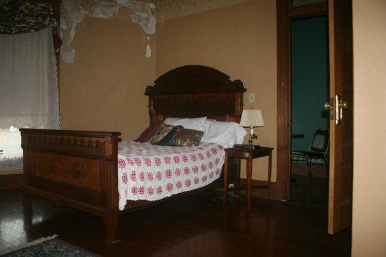 Sherwood Inn: Room 6