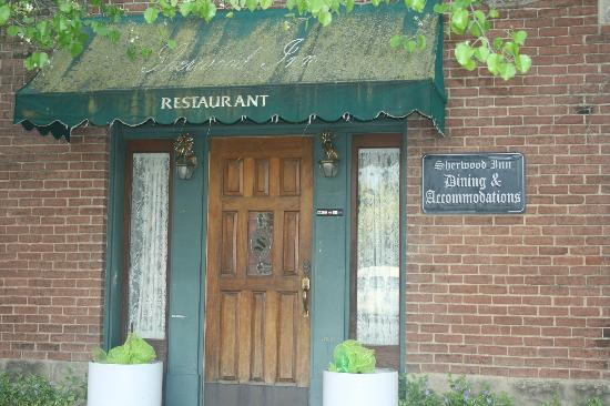 Sherwood Inn: Inn from Main Street