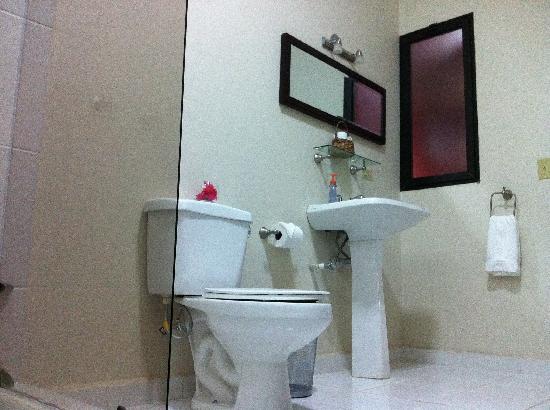 Hotel Casa Xochicalco: confortable bathrooms