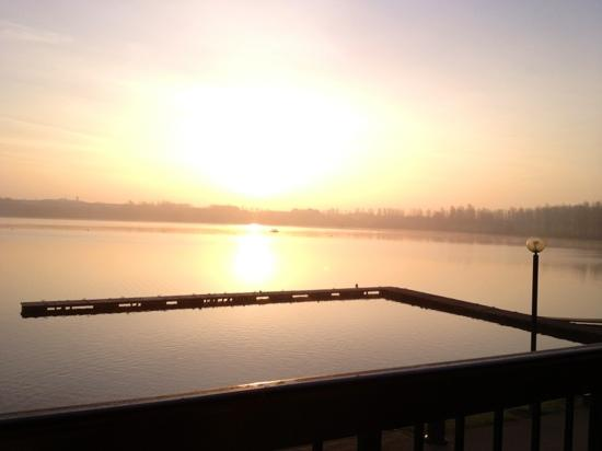 Premier Inn Milton Keynes East (Willen Lake) Hotel: view at sunrise