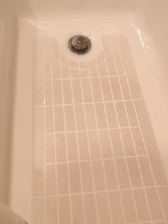 Ranger Inn & Suites: dirty bathtub