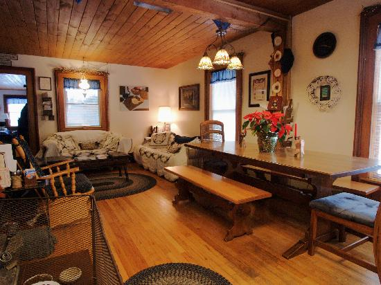 Stoney Lonesome Bed and Breakfast : Dining Area