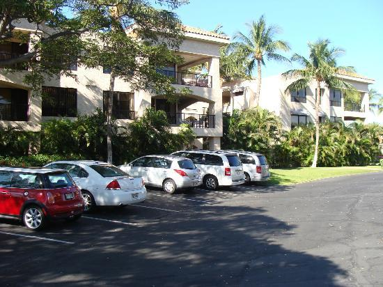 Aston Shores at Waikoloa: lots of free parking, easy access to your room or elevator