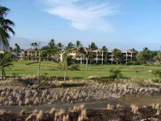 Aston Shores at Waikoloa: The golf tee box was right in front of our lanai