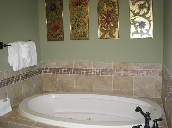 Whirlpool Tub In Master Bathroom Picture Of Riverstone Resort Spa Pigeon Forge Tripadvisor