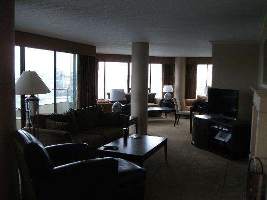Victoria Regent Hotel: Spacious 6th Floor Unit Livingroom