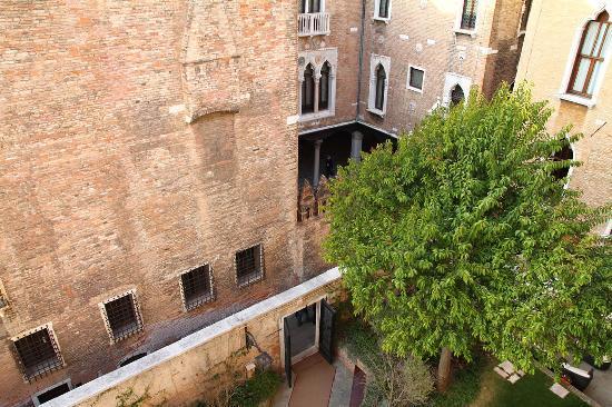 Hotel Pesaro Palace : Internal View of Courtyard