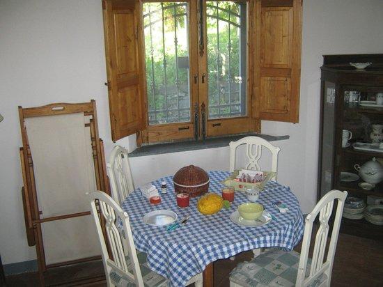B&B ValleAllegra: Colazione con arance appena colte e marmellata della casa