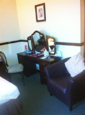 Hillcarter Hotel : dressing table
