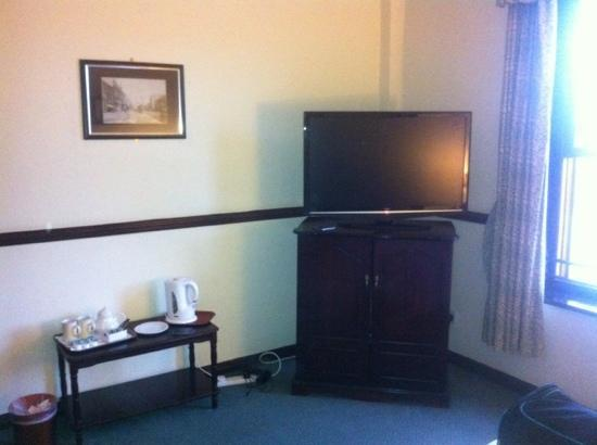 Hillcarter Hotel : big screen tv
