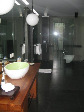 SILQ Private Residences Kerobokan Bali: amazing bathroom and soap